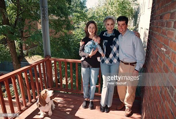 Daliah LaviGans Tochter Kathy Rothman Schwiegersohn Jason Rothmann Enkeltochter Sophie Homestory Brookline USA/Amerika Promi Foto PBischoff Photo by...