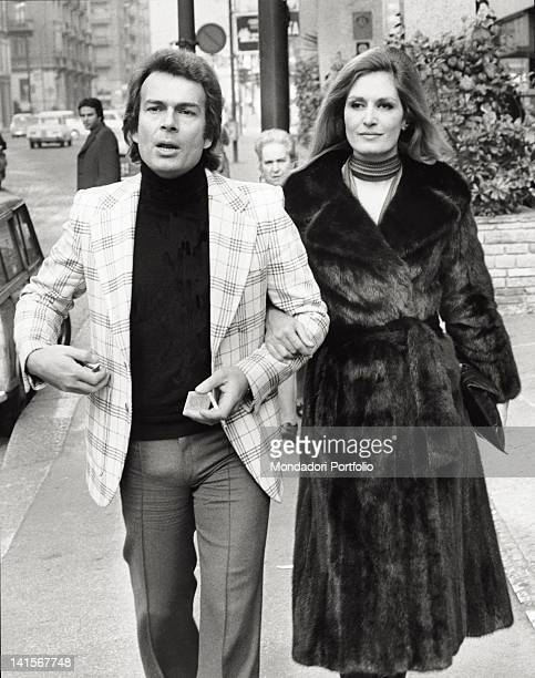 Dalida with her fiancF Richard Chanfray in the streets of Milan Milan
