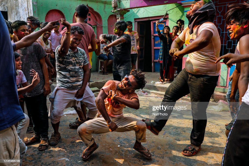 Holi Festival In Bangladesh : News Photo