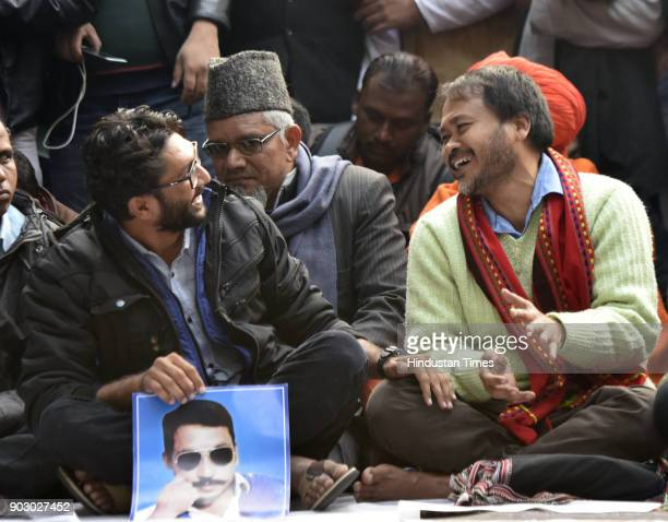 Dalit leader and Gujarat lawmaker Jignesh Mevani with Akhil Gogoi peasant leader and RTI activist from Assam at Jantar Mantar during Hunkar Rally to...