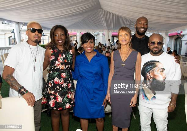 Dallas Austin Loretta Erhunmwunsee MD Mayor Keisha Lance Bottoms Sylvia Rhone Ezekiel Lewis and Jermaine Dupri attend the City of Hope Sylvia Rhone...