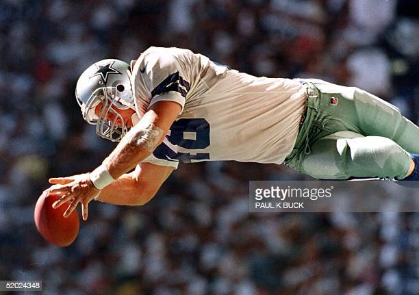 Dallas Cowboy fullback Daryl Moose Johnston grabs a pass from Troy Aikman good for a first down against the Chicago Bears at Texas Stadium in Irving...