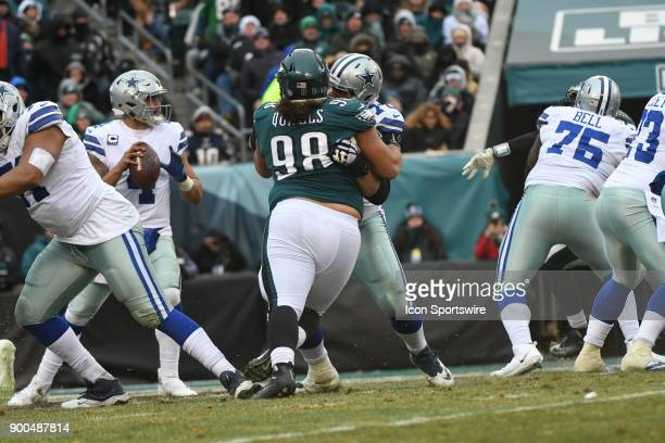 Dallas Cowboys center Travis Frederick blocks Philadelphia Eagles defensive tackle Elijah Qualls during the NFL game between the Philadelphia Eagles...