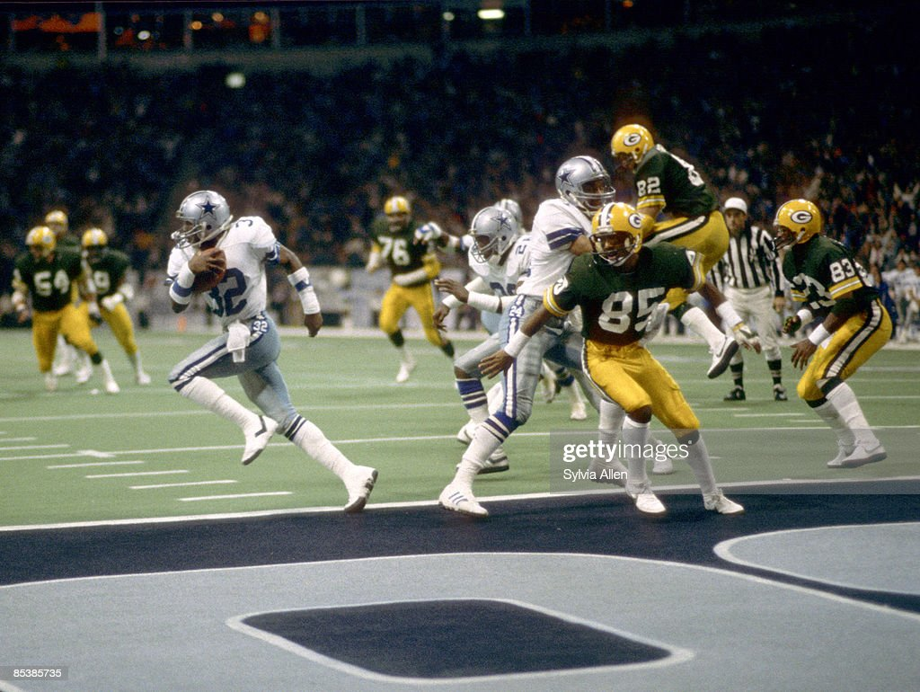 Dallas Cowboys cornerback Dennis Thurman intercepts the ball in the endzone sealing the Cowboys' victory in the NFC Divisional Playoff a 3726 victory...