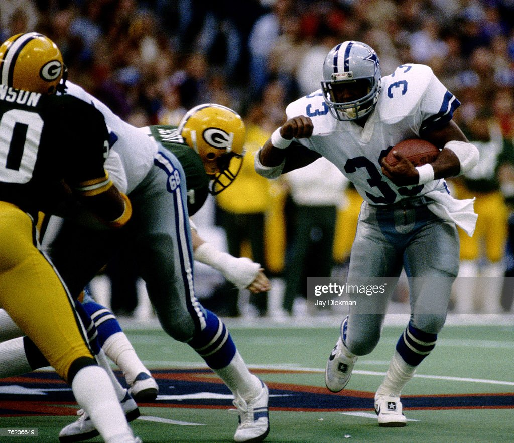 Dallas Cowboys Hall of Fame running back Tony Dorsett carries the ball during the NFC Divisional Playoff a 3726 victory over the Green Bay Packers on...