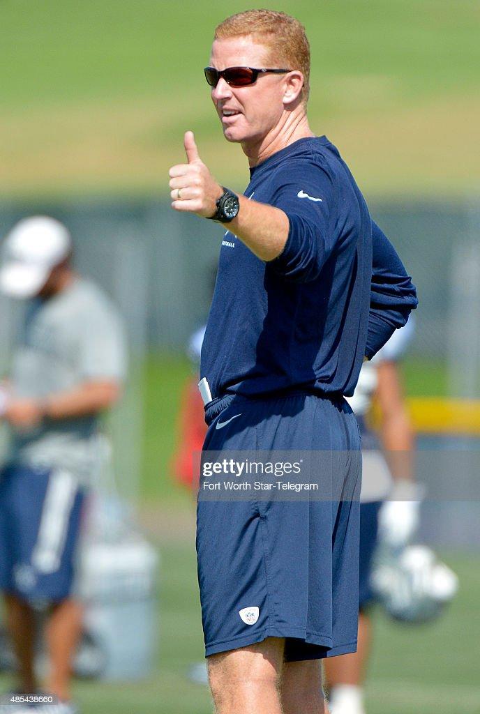 69942496 Dallas Cowboys head coach Jason Garrett instructs the crew to ...
