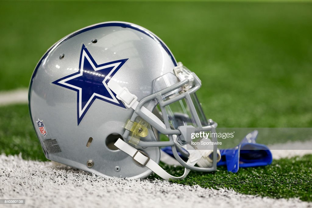NFL: AUG 26 Preseason - Raiders at Cowboys : News Photo