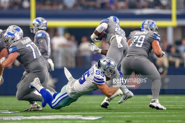 Dallas Cowboys linebacker Leighton Vander Esch breaks through the line to tackle Detroit Lions running back Theo Riddick during the game between the...