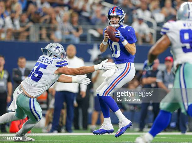 Dallas Cowboys Linebacker Leighton Vander Esch pressure leads to a sack/fumble by New York Giants Quarterback Eli Manning during the game between the...