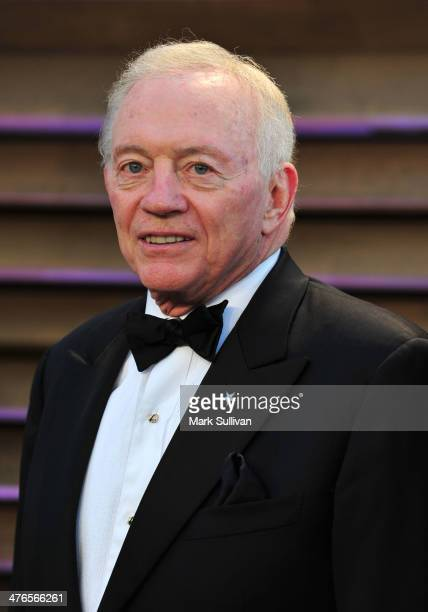 Dallas Cowboys Owner/President/General Manager Jerry Jones attends the 2014 Vanity Fair Oscar Party Hosted By Graydon Carter on March 2 2014 in West...