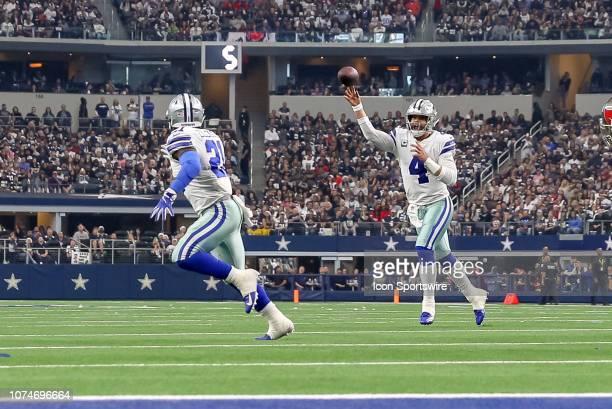 Dallas Cowboys Quarterback Dak Prescott throws a pass to Running Back Ezekiel Elliott during the game between the Dallas Cowboys and Tampa Bay...