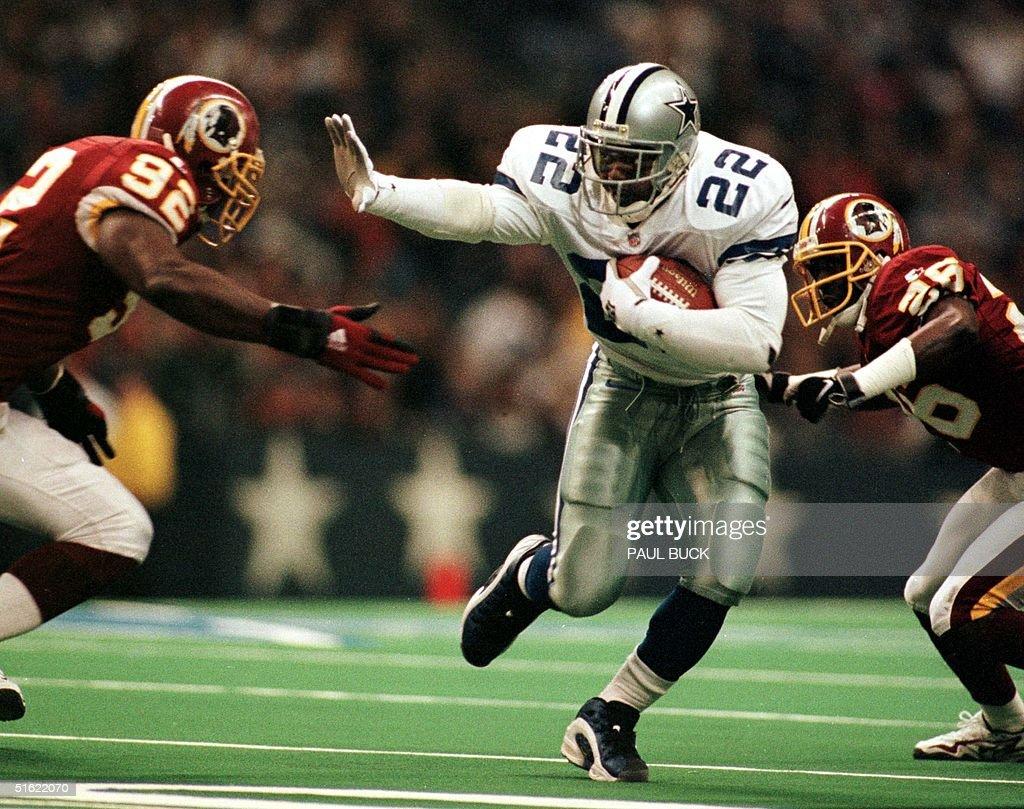 Dallas Cowboys running back Emmitt Smith rushes hi : News Photo