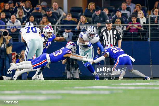 Dallas Cowboys Running Back Ezekiel Elliott splits the tackle attempts by Buffalo Bills Safety Micah Hyde and Cornerback Tre'Davious White during the...
