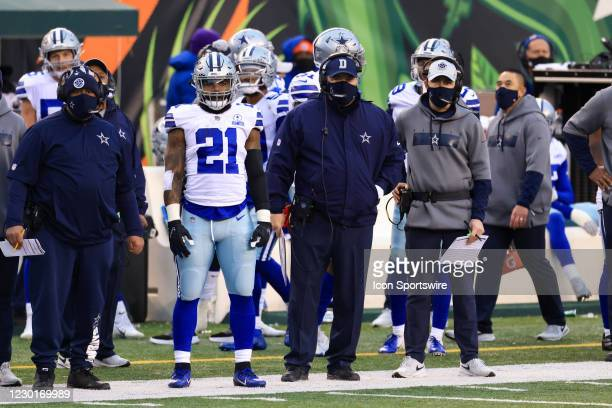 Dallas Cowboys running back Ezekiel Elliott watches a play from the sideline with head coach Mike McCarthy during the game against the Dallas Cowboys...