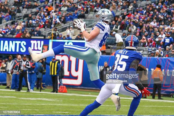 Dallas Cowboys tight end Blake Jarwin makes his second touchdown catch during the second quarter of the National Football League game between the New...