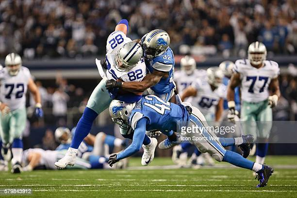 Dallas Cowboys tight end Jason Witten makes a catch on 4th down to extend the game winning drive during the NFC WildCard game between the Detroit...
