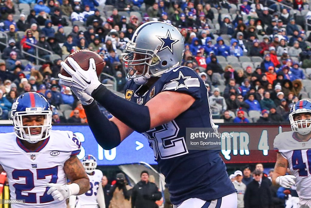 Dallas Cowboys tight end Jason Witten (82) makes a touchdown catch during the fourth quarter of the National Football League game between the New York Giants and the Dallas Cowboys on December 10, 2017, at MetLife Stadium in East Rutherford, NJ.