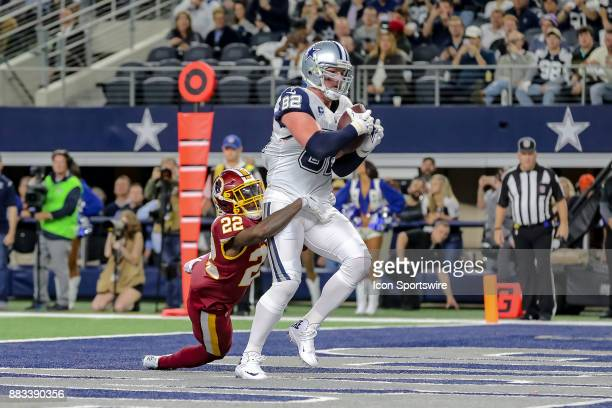 Dallas Cowboys tight end Jason Witten scores a touchdown with Washington Redskins safety Deshazor Everett trying to tackle him during the game...