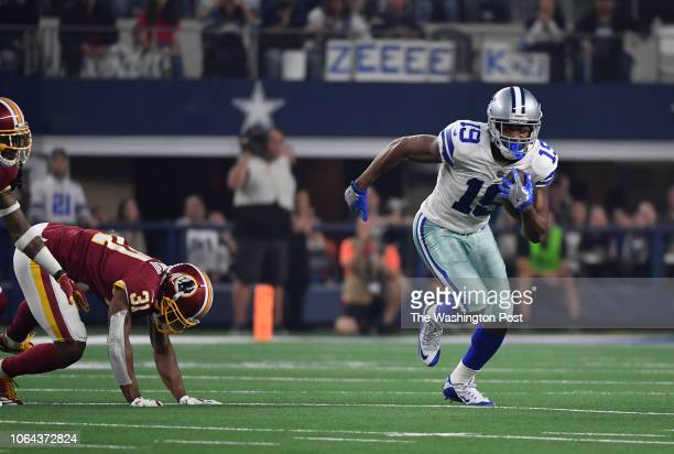 Dallas Cowboys wide receiver Amari Cooper gets away from Washington Redskins cornerback Fabian Moreau to score in the third quarter during the game...