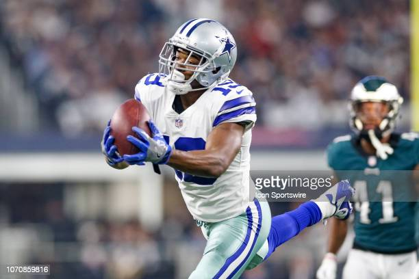 Dallas Cowboys Wide Receiver Amari Cooper stretches to make a reception during the game between the Philadelphia Eagles and Dallas Cowboys on...