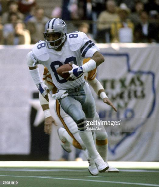 Dallas Cowboys wide receiver Drew Pearson runs with the football after making a catch during the Cowboys 3017 victory over the Tampa Bay Buccaneers...