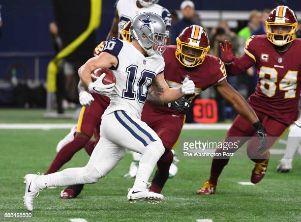 Dallas Cowboys wide receiver Ryan Switzer breaks a punt return past Washington Redskins inside linebacker Martrell Spaight in the second quarter at...