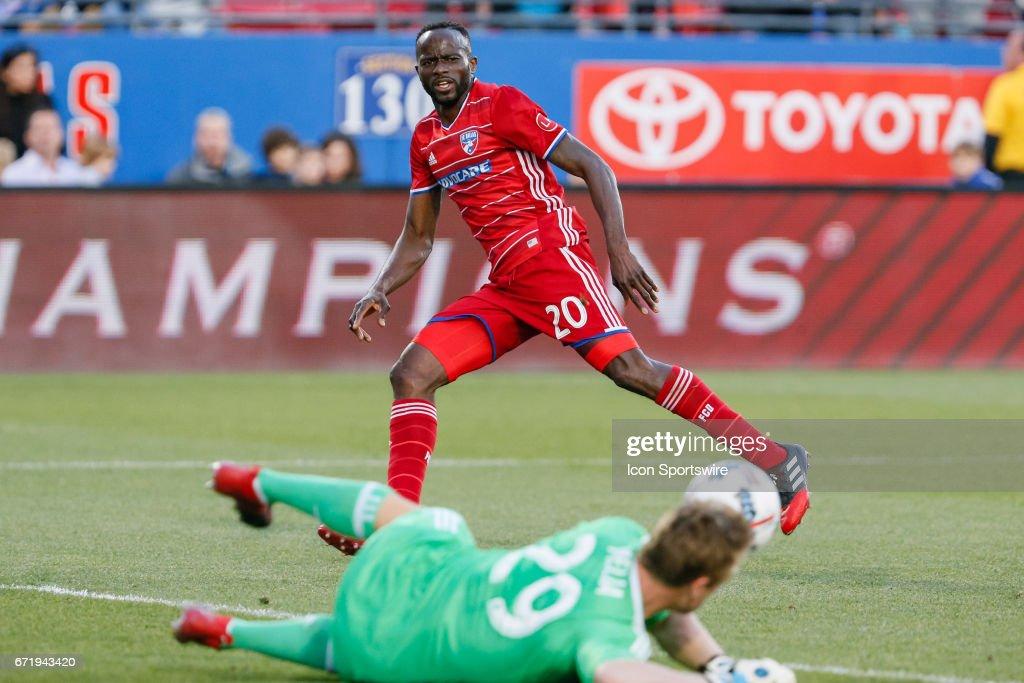 SOCCER: APR 22 MLS - Sporting KC at FC Dallas : News Photo