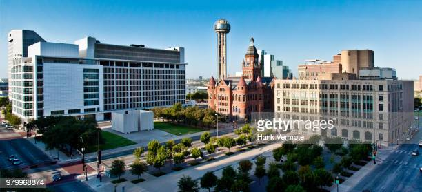dallas foundation plaza - hank vermote stock pictures, royalty-free photos & images