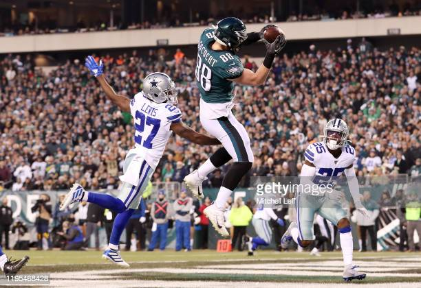 Dallas Goedert of the Philadelphia Eagles catches a touchdown pass during the first quarter against the Dallas Cowboys in the game at Lincoln...