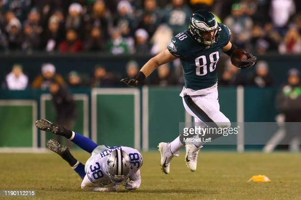 Dallas Goedert of the Philadelphia Eagles runs with the ball against Jeff Heath of the Dallas Cowboys in the second quarter at Lincoln Financial...