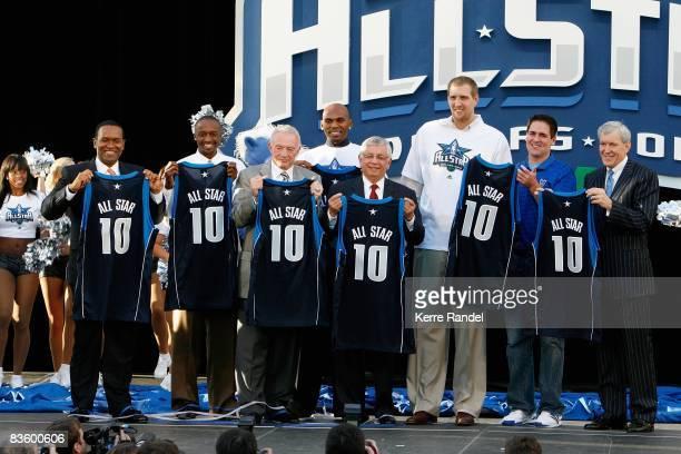 Dallas Mavericks president Terdema Ussery Jason Terry of the Mavericks Dallas Cowboys owner Jerry Jones Jerry Stackhouse of the Mavericks NBA...