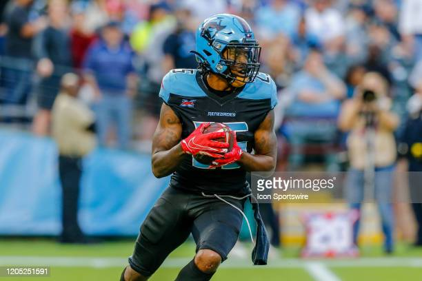 Dallas Renegades running back Lance Dunbar looks for running room during the game between the Dallas Renegades and the Houston Roughnecks on March 1,...