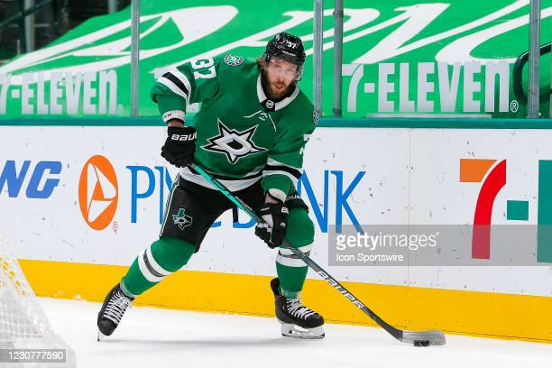Dallas Stars Center Justin Dowling looks to pass from behind the Nashville goal during the game between the Nashville Predators and Dallas Stars on...