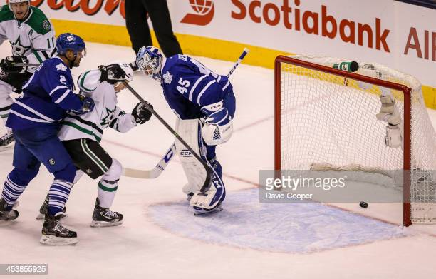 Dallas Stars center Shawn Horcoff scores the tieing goal late in the third period to make it 2-2 heading into overtime during the game between the...