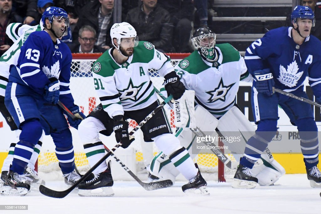 NHL: NOV 01 Stars at Maple Leafs : News Photo