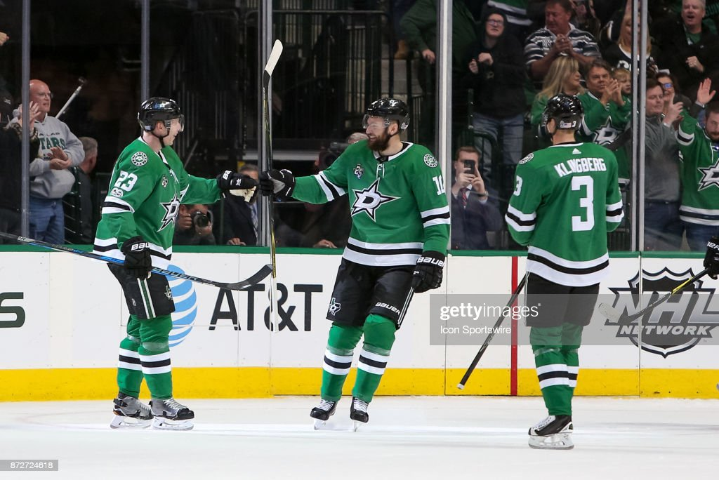 Dallas Stars Defenceman Esa Lindell (23) celebrates his goal with his teammates during the NHL hockey game between the New York Islanders and Dallas Stars on November 10, 2017 at American Airlines Center in Dallas, TX.
