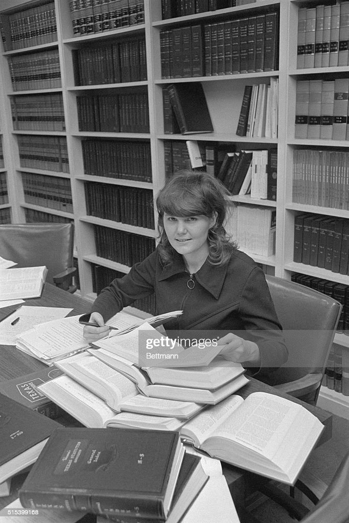Lawyers Conducting Research : News Photo