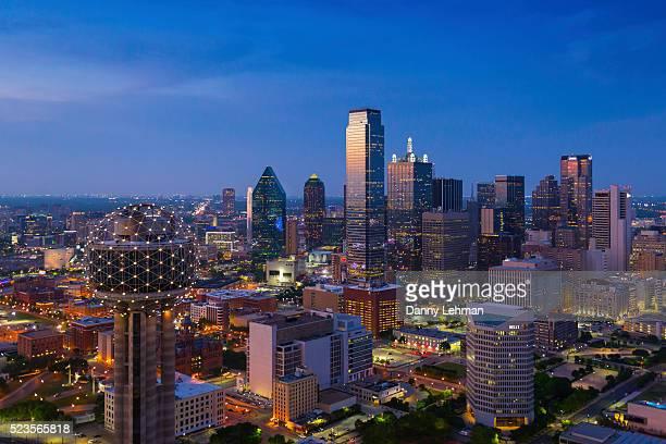 dallas texas skyline - dallas stock-fotos und bilder