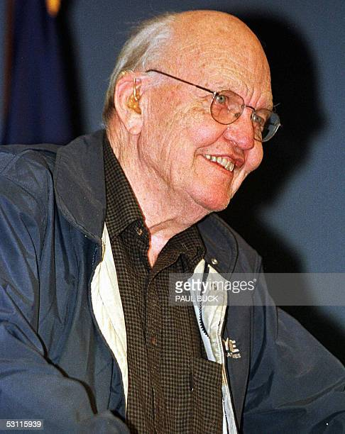 Jack Kilby smiles following a news conference at Texas Instruments in DallasTexas in this 10 October 2000 file photo Kilby the Nobel Prizewinning...