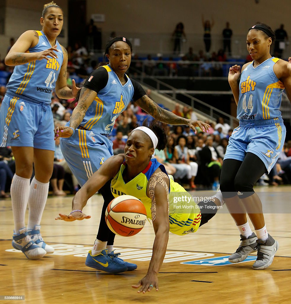 Chicago Sky at Dallas Wings Pictures | Getty Images