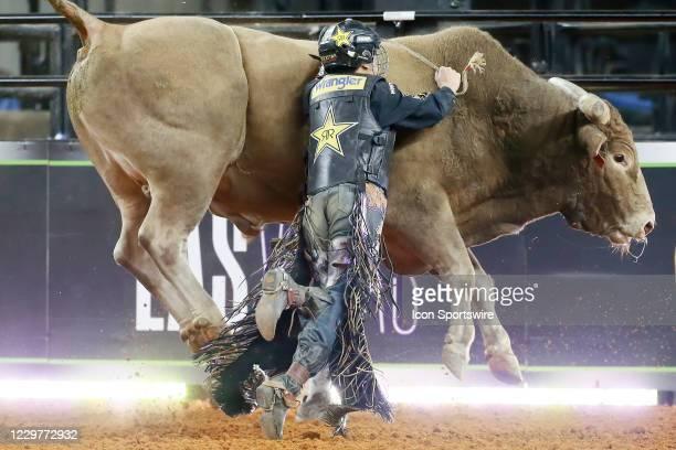 Dalton Kasel tries to go off bull Heartbreak Kid during the PBR World Finals, on November 15th at the AT&T Stadium, Arlington, TX.