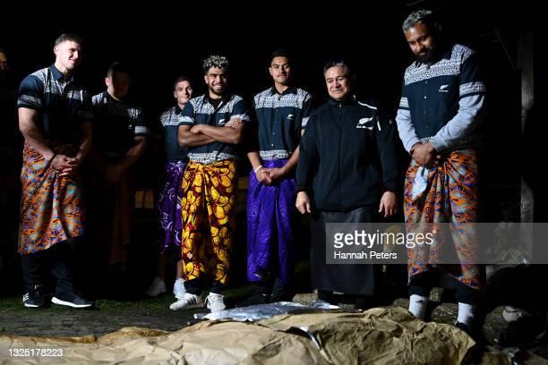 Dalton Papali'i, Ethan de Groot, George Bridge, Hoskins Sotutu, Tupou Vaa'i, former All Blacks player Eroni Clarke and Patrick Tuipulotu of the All...