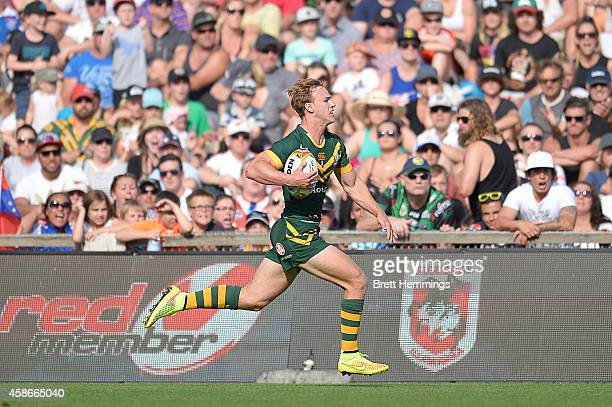 Daly CherryEvans of Australia makes a break during the Four Nations match between the Australian Kangaroos and Samoa at WIN Stadium on November 9...