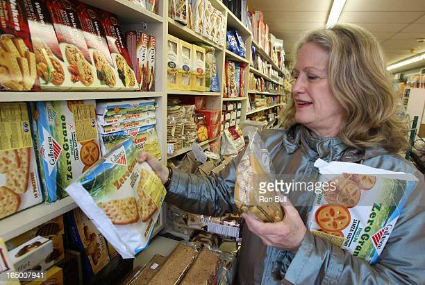 Dalziel RB04 04/09/08 Janet Dalziel shopping at La Salumeria buys gluten free products in crackers and gnocchi