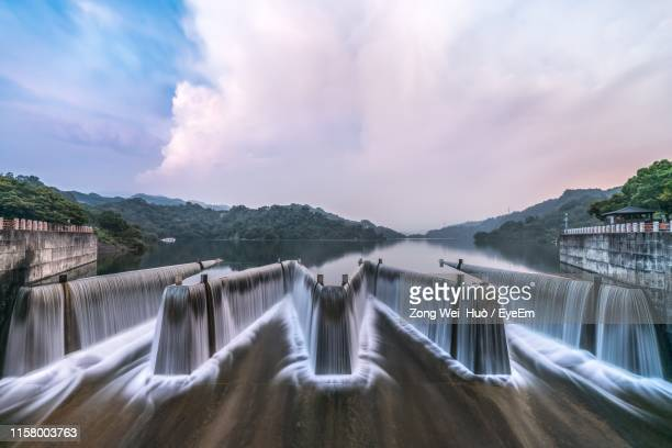 dam and lake against sky - hydroelectric power stock pictures, royalty-free photos & images