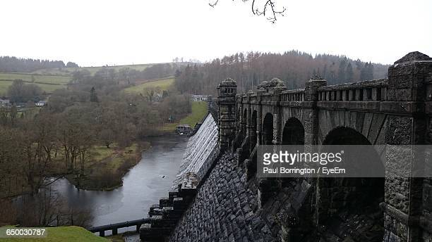 dam at lake vyrnwy against sky - lake vyrnwy stock pictures, royalty-free photos & images