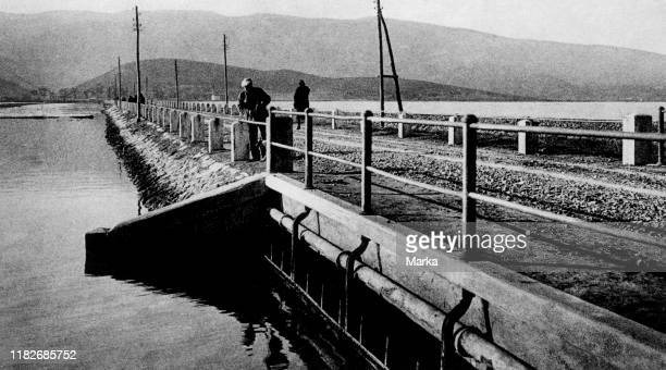 Dam, laguna di orbetello, orbetello, Tuscany, italy 1920 1930.