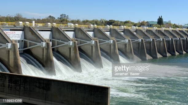 dam spillway - hydroelectric power stock pictures, royalty-free photos & images