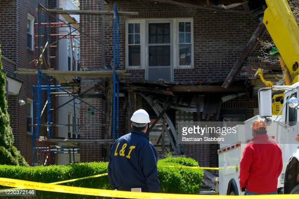 damage assesment after building collapse - basslabbers, bastiaan slabbers stock pictures, royalty-free photos & images