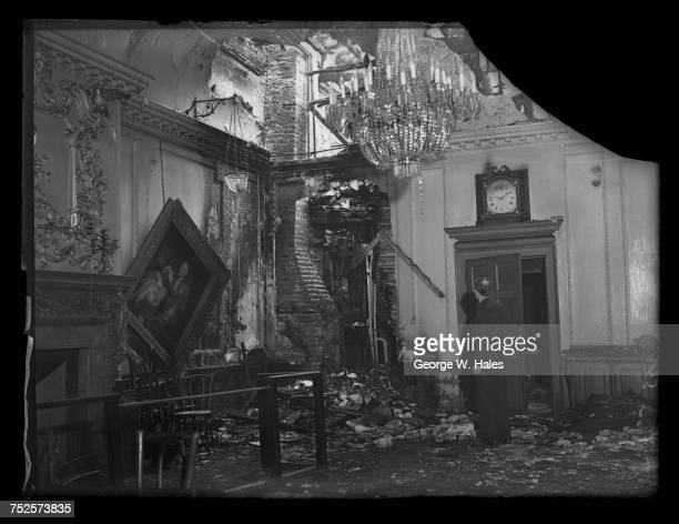 Damage in the Court Room at the Stationers' Hall after an air raid on the City of London 31st October 1940 On the left is a painting of former Lord...